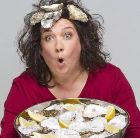 Svenja Gülden, fotografiert von Monika Sandel mit Austern
